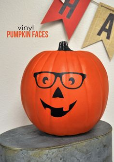 A fun take on Halloween Pumpkins from the Silhouette Blog: Vinyl Pumpkin Faces