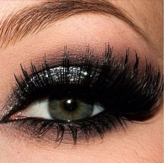 Silver glitter eyeshadow #smokey #dark #glitter #bold #eye #makeup #eyes