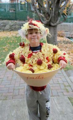 Spaghetti & meatballs - The bowl is a lamp shade, yarn spaghetti, pom pom meatballs, felt sauce costum halloween, kid halloween costumes, spaghetti and meatball costume, halloween costume ideas, felt, kid costumes, halloween costumes for kids, pom pom, bowls