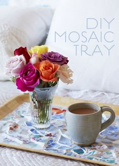 A #DIY mosaic tray makes a beautiful gift for mom.