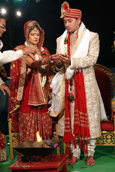 http://fc00.deviantart.net/fs41/i/2009/037/c/1/Hindu_Wedding_by_lorenajmenac.jpg