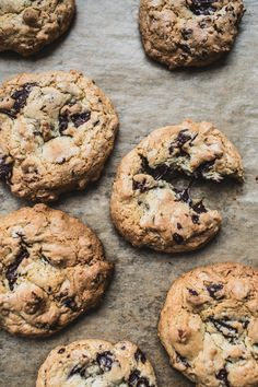 Toasted Almond Chocolate Chip Cookies / Top wtih Cinnamon