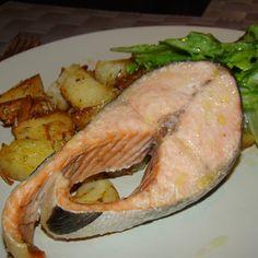 Batatas assadas no forno com ervas aromáticas / peixe assado no forno