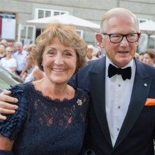 SALZBURG - Prinses Margriet en Pieter van Vollenhoven hebben dit weekeinde de fameuze Salzburger Festspiele bezocht. Ze betraden vrijdagavond de rode loper voorafgaande aan de première van de operavoorstelling Der Rosenkavalier van Richard Strauss in het Grosses Festspielhaus.