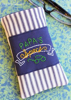 Terrific free sewing tutorial with printable PDF for this men's eyeglass case. What a great idea for Father's Day!