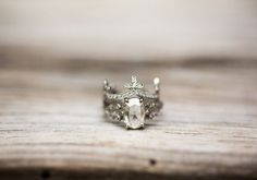 40 Vintage Wedding Ring Details That Are Utterly To Die For- Seriously, this ring looks like a crown.