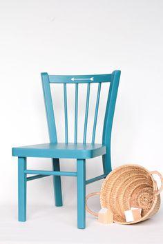 Petit chaise signée Baumann des années 50 motif flèche  leshappyvintage.fr