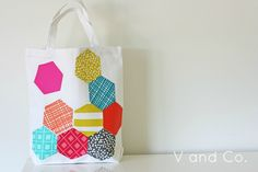 Designing your own bag will be a snap with this easy applique pattern. Use english paper piecing to create a modern geometric design that will take an old bag from plain to perfection.