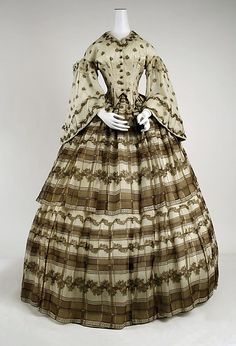 1858, American, silk- I do love the fact that this one has a different bodice from the skirt- pattern wise that is. 1858, costumes, museums, dates, metropolitan museum, art, civil war, laundry rooms, day dresses