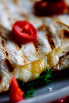 Spicy chicken and feta cheese quesidillas with guacamole #Recipe #Mexican #Dinner