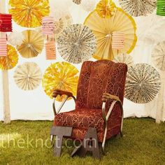 chair, wedding photos, photo booths, papers, pinwheel, photo backdrops, diy wedding, parti, paper decorations