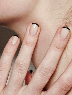 LE FASHION BLOG TWO WAYS BLACK AND NUDE NAILS BLACK TIP FRENCH MANICURE THAKOON BACKSTAGE BEAUTY EASY NAIL ART INSPIRATION 2 photo LEFASHION...