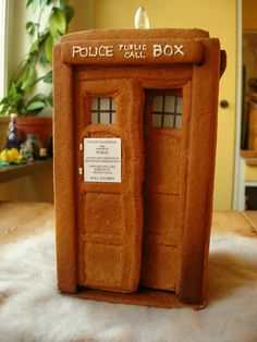Gingerbread TARDIS! This is fantastic! #doctorwho #geek #christmas #TARDIS #scifi