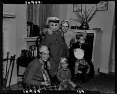 Joseph Janney Steinmetz, Untitled (Steinmetz family dressed for Halloween), 1939, Harvard Art Museums/Fogg Museum.