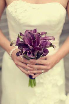 ramo de novia formado por calas color morado