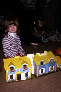 Fisher Price Little People House circa 1974 hours of fun. peopl hous, hous circa