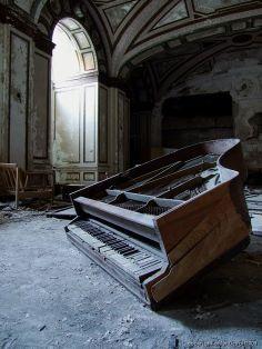 Ballroom Piano at the abandoned skyscraper, the Lee Plaza Hotel, in Detroit, Michigan, USA.