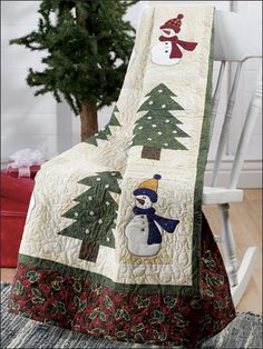 Snowmen and trees make this a winter quilt. christmas quilting, applique quilts, holli jolli, quilt patterns, christmas patterns, jolli snowmen, christmaswint quilt, lap quilts, christma quilt