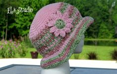 Check out this honeysuckle free #crochet hat pattern from @ElkStudio_