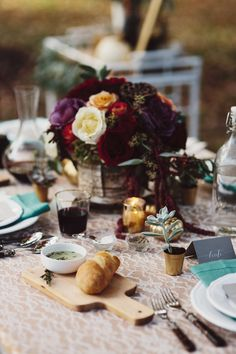 Thanksgiving Tablescape | theglitterguide.com