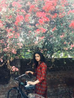 Loving the summer setting and feel of this shot - AAMINAH IN INDIA On her way back from Amman,... | TWO-BROWNGIRLS  http://two-browngirls.com/post/88604224778/aaminah-in-india-on-her-way-back-from-amman