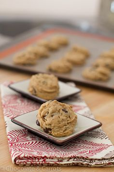 Flourless Peanut Butter Chocolate Chip Cookies [and no oil, butter, or egg yolks=100 calories a cookie]