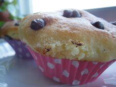 Muffins de yogur y perlitas de chocolate. Ver receta: http://www.mis-recetas.org/recetas/show/45835-muffins-de-yogur-y-perlitas-de-chocolate
