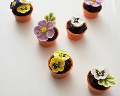 How To Make Tiny Flower Pot Cakes • CakeJournal.com