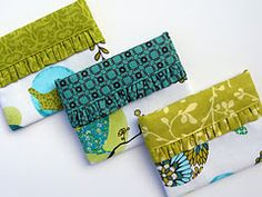 "love her tutorial on these ""snappy purses"", made using a metal tapemeasure to close."