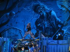 Smart business decision! - Iron Maiden makes millions of dollars by playing live for pirates