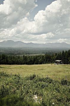 Hillside retreat near Notre-Dame-des-Monts, Québec, Canada submitted by François Maisonneuve.  // #awanthi #cabin #escape