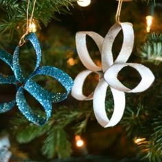Day 8 of DIY December: Paper Towel Roll (or toilet paper roll) Star Ornaments! Upcycling at its glittery-est! great for the kids