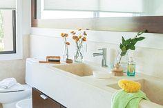 Mármol y madera para un baño actual