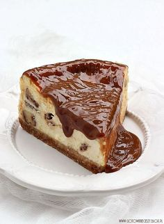 twix cheesecake with dulce de leche topping