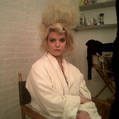 Jessica Simpsons front poof hairstyle