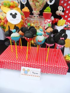 Mickey Mouse cake pops #mickeymouse #pops
