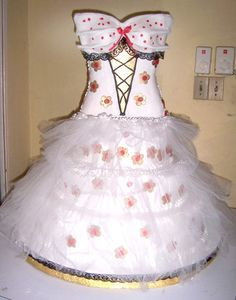 Design your cake to look just like your dress! Cute!