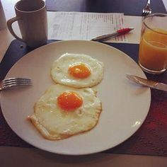 Breakfast with fresh fried eggs from the live cooking station