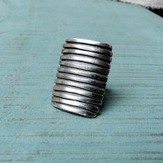 MUSIBATTY Striped Ring
