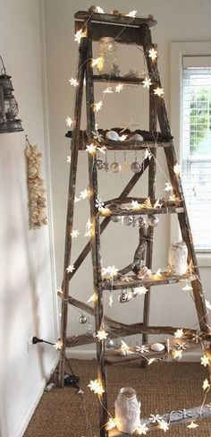 Vintage wooden ladders. Old ladder decor. Échelles en bois vintage. Escalera ideas.
