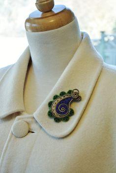 Felt zipper brooch