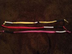 Recommendation: Change color by 5's (5 white, 5 black, repeat) to help build mental math strategies, make number relationships (like 8=5+3) easily visible. If the shoestring is long enough, tie one end into a loop for easy carrying or hanging.