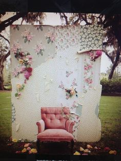 How adorable is this photo booth idea?This would be so pretty for a wedding, mothers day or baby girl photos.