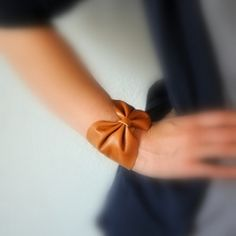 DIY - How to make a leather bow bracelet