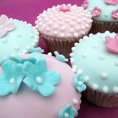 pastel, summer gardens, little cakes, paper bags, party cupcakes, cupcake art, flower cupcakes, pink cupcakes, baby showers