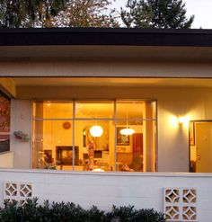 disgustingly cute Mid Century house in Portland