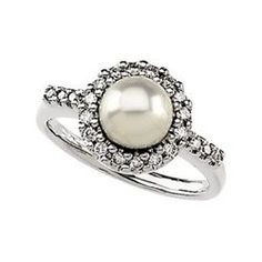 I wouldn't mind tying the knot with a pearl.  So vintage, classy and unique, this pearl engagement ring gets a A+ in my book.