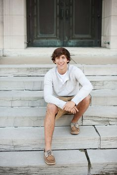 Beth Bevelhymer Photography | Senior Guy Poses. I like how both his legs aren't on the same step. Makes it look more natural.