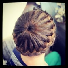 "Love this!!! Lots of cute hairstyles at www.cutegirlhairsyles.com Follow @Mindy Burton ""Cute Girls Hairstyles"" diy hairstyles, crown braid, hairstyle ideas, hairstyle tutorials, braid hairstyles, latest hairstyles, flower girl hairstyles, braid hair styles, starburst crown"