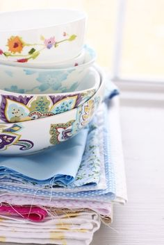 ♥ pretty fabrics and bowls